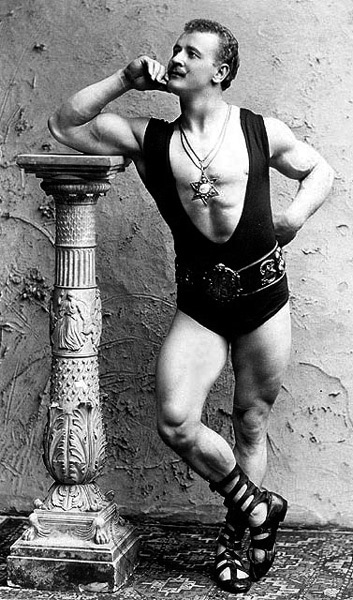 Photo Portrait of strongman Eugen Sandow byBenjamin J. Falk (Public Domain)