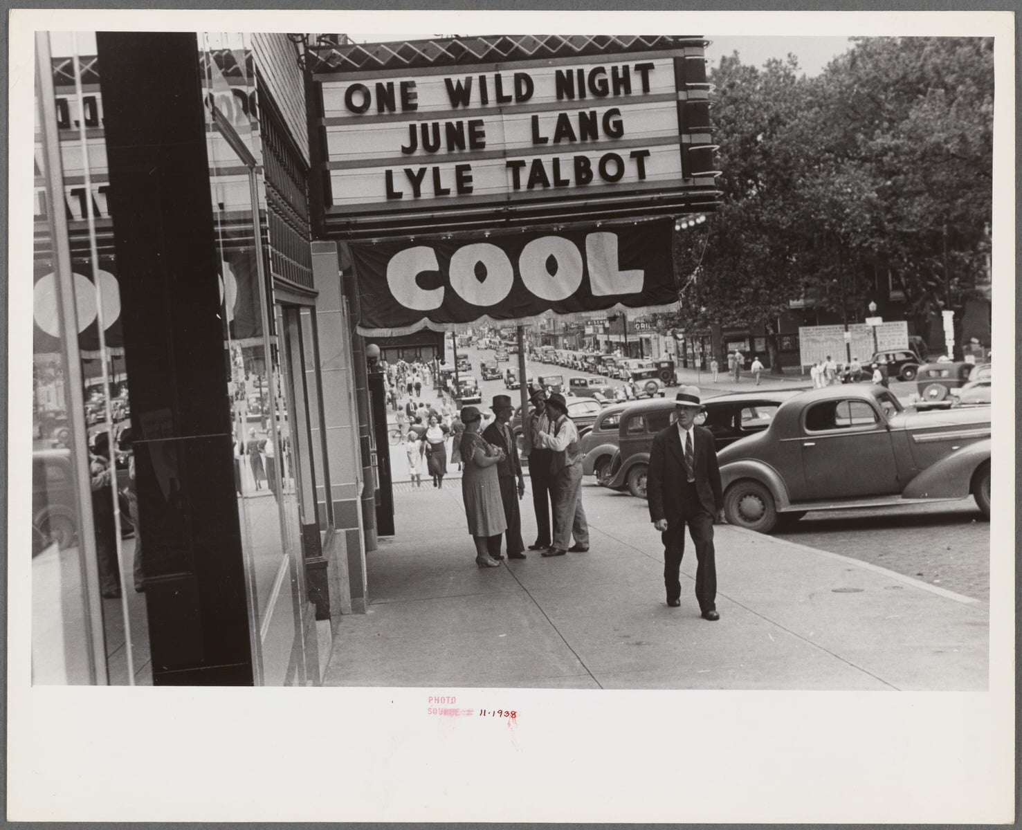"""The Miriam and Ira D. Wallach Division of Art, Prints and Photographs: Photography Collection, The New York Public Library. """"Street scene showing movie theater, probably in the vicinity of Lancaster, Ohio"""" • PhotoThe New York Public Library Digital Collections. 1938 (Public Domain)"""