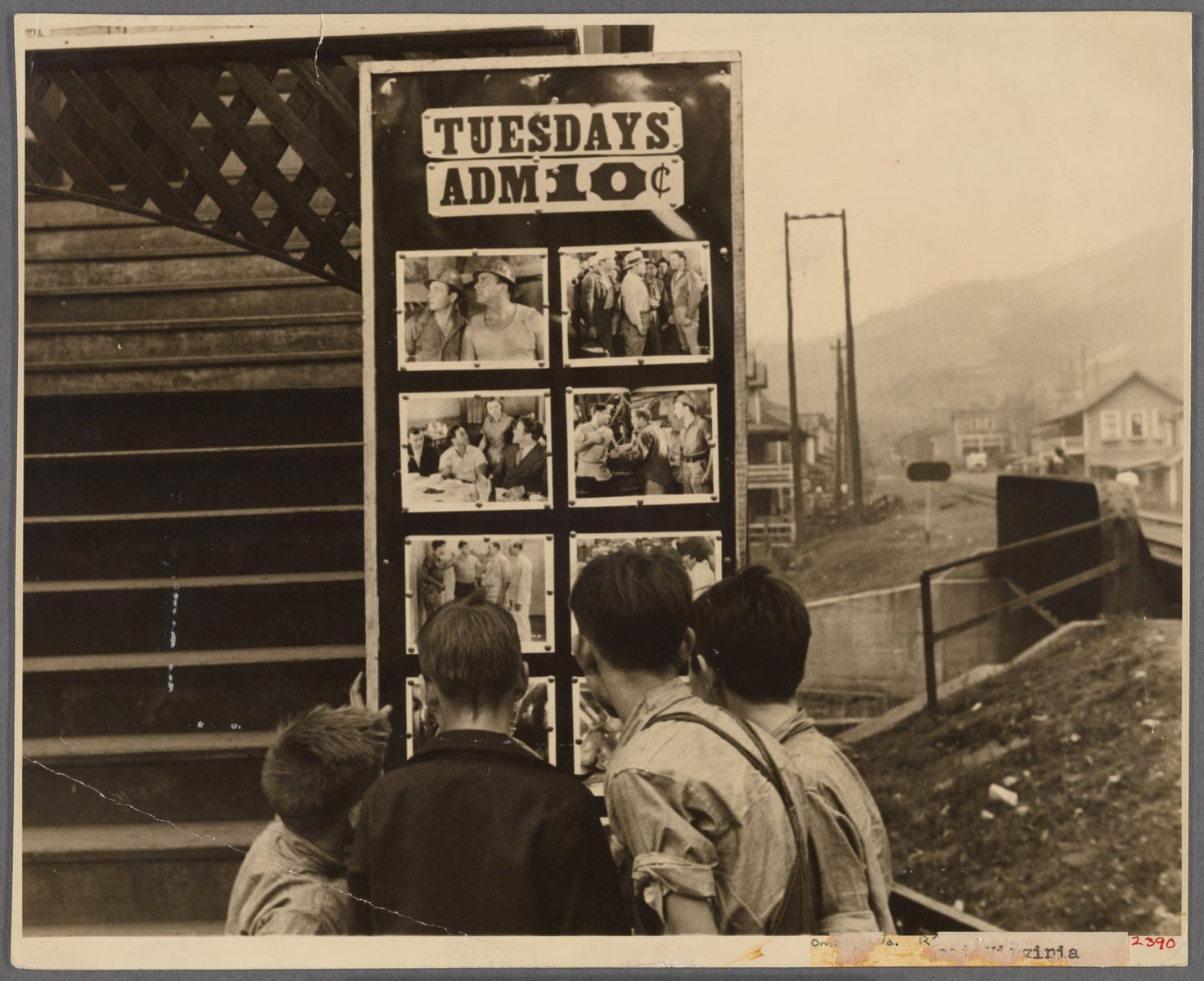 """The Miriam and Ira D. Wallach Division of Art, Prints and Photographs: Photography Collection, The New York Public Library. """"[Movie theater]. Omar, West Virginia"""" • Photo The New York Public Library Digital Collections. 1935 (Public Domain)"""