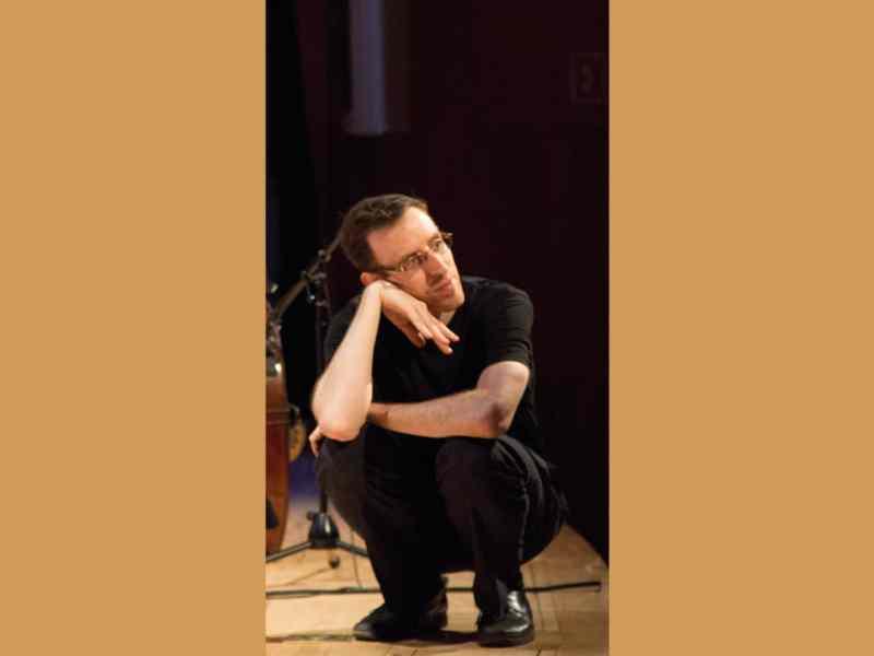 Conductor Alan Pierson